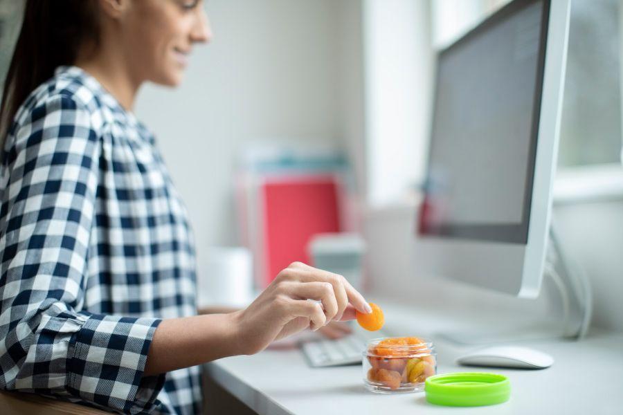 Consejos para controlar el hambre y no picar entre horas