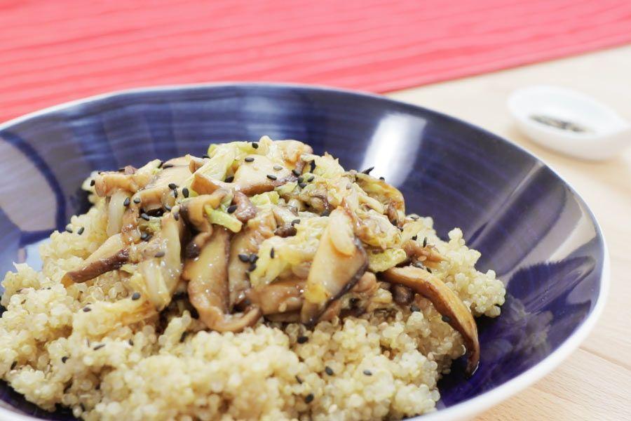 salteado de verduras asiáticas con guarnición de quinoa