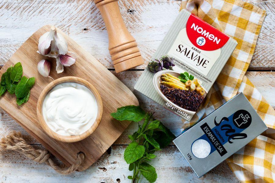 Receta de albóndigas de arroz salvaje se mezcla con yogur